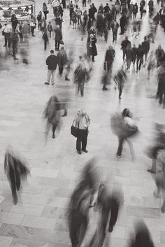 Ministère de la solitude - black and white photography - Tech Magazine