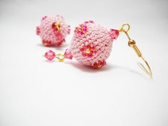 Strawberry Ice - pink Crochet bead earrings with flower - Spring flower earrings - Crochet seed beaded balls (15.00 EUR) by Calliphorabeads