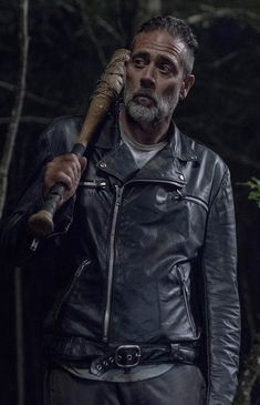 'The Walking Dead' Season Negan And Beta Finally Meet In Episode For fans of the 'Walking Dead' comics, this is a momentous occasion and could portend a big death soon. Walking Dead Comics, The Walking Dead 2, Walking Dead Season, Lucille Twd, Negan Lucille, Walking Dead Returns, Maggie Greene, Jeffrey Dean Morgan, Episode 5