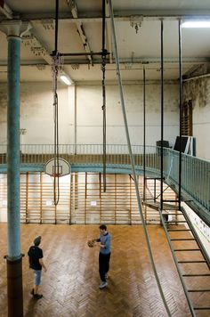 YMCA Union de Paris, built in 1893, became the world's oldest basket ball court when its predecessor in San Francisco, California, was destroyed.