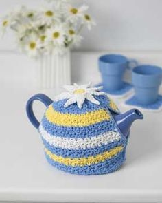 a cheerful teapot cozy in bright spring colors and a fun crochet daisy on top. This is a quick and easy crochet pattern