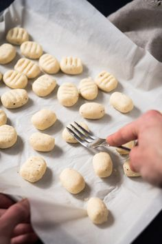 These gluten free and keto ricotta gnocchi are pillowy-soft, incredibly aromatic, and paired with a refreshingly simple mediterranean yogurt sauce. Keto Vegan, Vegan Keto Recipes, High Protein Recipes, Gluten Free Recipes, Low Carb Recipes, Healthy Recipes, Fresco, Keto Noodles, Ricotta Gnocchi