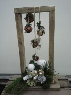 You only need a few glasses, a little artificial snow … – diy home crafts Outdoor Christmas, Christmas 2017, Christmas Art, Christmas Projects, Vintage Christmas, Christmas Wreaths, Christmas Ornaments, Wooden Christmas Decorations, Holiday Decor