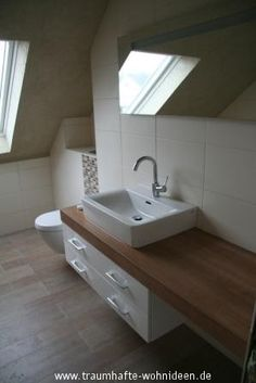 Feinsteinzeug Fliesen in Holzoptik im Badezimmer