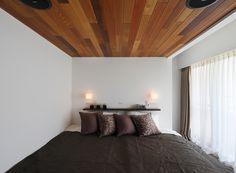 天井に木のフローリングを張った寝室インテリア Furniture, Home Decor, Decoration Home, Room Decor, Home Furnishings, Home Interior Design, Home Decoration, Interior Design, Arredamento