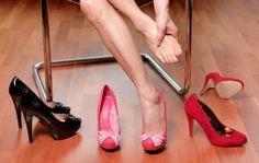 Tip para hacer que tus zapatos no te aprieten: calcetines gruesos+cecadora cabello+zapato