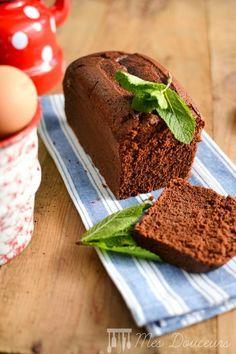 Voici une recette de cake au chocolat pour apporter une touche de fraîcheur j'ai tout simplement ajoutée des feuille de menthe à la préparation. Ce cake est fondant, moelleux et surtout alléger en matière grasse, car il n'en contient pas vraiment mis...