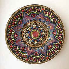 Russian artist Anastasia Safonov makes decorative tableware that's hand-painted with mesmerizing mandala art. Her ceramic plates, mugs, and magnets are painted, dot-by-dot, using acrylic paint in a wide range of vivid colors and finishes. Mandalas Painting, Mandalas Drawing, Mandala Artwork, Mandala Design, Mandala Dots, Doodle Patterns, Design Tattoo, Colossal Art, Dot Art Painting