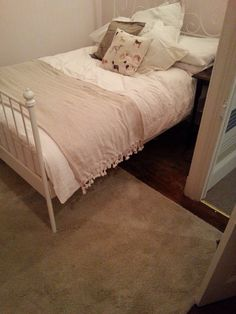 Gone for neutral in the bedroom, since added a navy throw and copper touches :)
