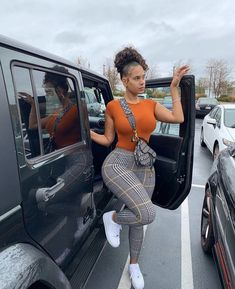 Burnt orange short sleeve fitted casual round neck bodysuit top plaid fitted leggings pants baddie fashion outfit Source by Beccachronicles Cute Swag Outfits, Chill Outfits, Dope Outfits, Trendy Outfits, Summer Outfits, Baddie Outfits Casual, Casual Ootd, Fashion Killa, Look Fashion