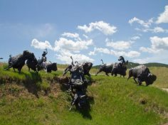 Tatanka: Story of the Bison : The bronze figures at Tatanka South Dakota Vacation, South Dakota Travel, North Dakota, Yellowstone National Park, National Parks, Deadwood South Dakota, Eskimo, Us Road Trip, Kevin Costner