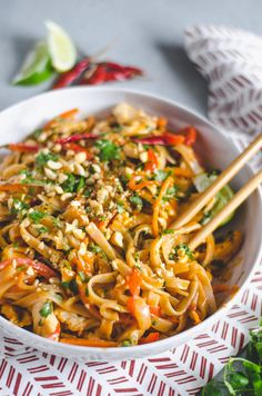 Throw away those takeout menus, this Easy Spicy Chicken Pad Thai will be your ne. - Throw away those takeout menus, this Easy Spicy Chicken Pad Thai will be your new favorite dinner t - Asian Recipes, Healthy Recipes, Easy Thai Recipes, Healthy Breakfasts, Healthy Snacks, Noodle Recipes, Indonesian Recipes, Protein Snacks, Curry Recipes