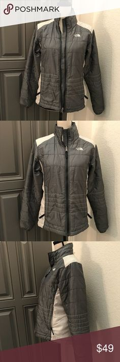 """The North Face Jacket Lightweight Coat Women's Md 2️⃣5️⃣ EUC great condition  Medium Gray & white  Thread loose at a couple of stitches lines see pic Lined  Drawstring bottom  Bust 19""""  Length 23"""" The North Face Jackets & Coats Puffers"""