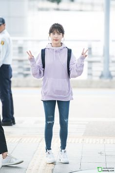 IU 171007 Incheon Airport to Taiwan Korean Airport Fashion, Korean Fashion Trends, Korea Fashion, Skinny Girl Body, Skinny Girls, Fashion Idol, Indie Fashion, Girl Outfits, Casual Outfits