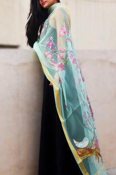 Off White Organza Floral Stole - Women Stoles Online Beautiful Saree, Beautiful Indian Actress, Fashion Poses, Fashion Dresses, Salwar Designs, Salwar Kurta, Kurti, Pashmina Shawl, Chiffon Scarf
