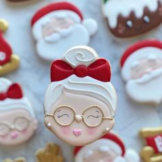 ginger bread royal icing christmas cookies - New Ideas Santa Cookies, Christmas Sugar Cookies, Iced Cookies, Christmas Sweets, Cute Cookies, Noel Christmas, Cookies Et Biscuits, Holiday Cookies, Cupcake Cookies
