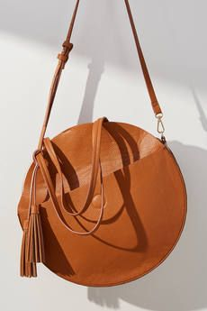 love this cute circular tote bag small handbag, perfect for music festivals, summer patio hangs Anthropologie affiliate link Handbags Michael Kors, Purses And Handbags, Crochet Clutch Bags, Discount Designer Handbags, Crossbody Bag, Tote Bag, Duffle Bags, Messenger Bags, Designer Totes