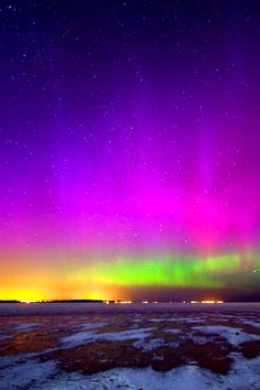 This is how I recall the Aurora Borealis appearing in my youth. Beautiful Sky, Beautiful Landscapes, Images Cools, Imagen Natural, Ciel Nocturne, Northen Lights, Pretty Pictures, Amazing Pictures, Pictures Images
