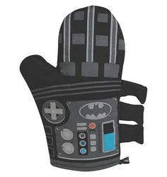 Batman Oven Mitt officially licensed DC Comics merchandise Batman outfit styled oven mitt One oven mitt included Funko Pop, Batman Merchandise, Cool Instagram Pictures, Batman Outfits, Geek Decor, Batman T Shirt, Loot Bags, Batmobile, Christmas Knitting