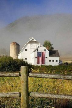America Proud ~ Beautiful White Barn, Park City, Utah. Country Barns, Country Life, Country Living, Country Roads, Country Charm, Living On A Farm, Ranch, Independance Day, Barn Pictures