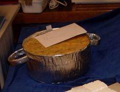 Sinterklaas surprise pan koken eten gerecht gemaakt van karton, bakje en aluminium folie