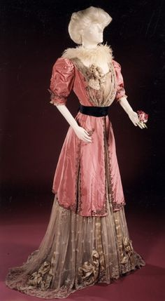 Evening ensemble, Jeanne Hallée, 1901-1910. Musées Royaux d'Art et d'Histoire.