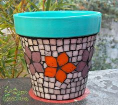Macetas De Venecitas Nro 16 Artesanales - $ 358,43 Mosaic Planters, Mosaic Flower Pots, Planter Pots, Clay Pot Crafts, Crafts To Make, Diy Crafts, Painted Clay Pots, Hand Painted, Painted Vases