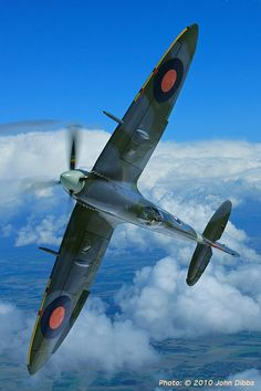 World War II in Pictures: Supermarine Spitfire - Classic RAF Fighter Ww2 Aircraft, Fighter Aircraft, Military Aircraft, Fighter Jets, Spitfire Supermarine, Ww2 Spitfire, Image Avion, Photo Avion, The Spitfires