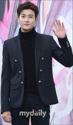 パク・ソジュン&Ara&SHINee ミンホら、ドラマ「花郎」制作発表会に出席 MYDAILY 2016年12月16日