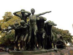 El monumento El Canto al trabajo. El magnífico grupo escultórico, el monumento el Canto al trabajo, inaugurada en 1927.