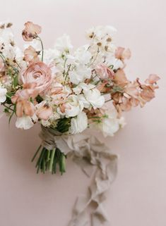 Earth Tones, Textures and Minimalism Created Magic at One of LA's Newest Wedding Spaces Taupe Wedding, Floral Wedding, Neutral Wedding Flowers, Neutral Wedding Decor, Spring Wedding Flowers, Elegant Flowers, Bridal Flowers, Flower Bouquet Wedding, Bouquet Of Flowers