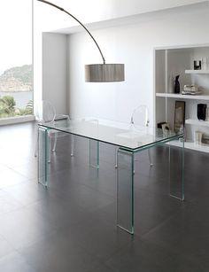 Achetez notre Table de salle à manger rectangulaire en verre design HYALIN sur votre boutique en ligne, HcommeHome.com le spécialiste du mobilier d'intérieur & d'extérieur design. Paiement sécurisé.