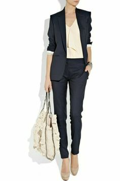 Business Mode für erfolgreiche Damen Business Fashion Ladies – You must not put on too much make-up or put on too many accessories. Because these are simply not part of … Business Fashion, Business Chic, Business Formal, Fashion Mode, Office Fashion, Work Fashion, Fashion Ideas, Swag Fashion, Workwear Fashion