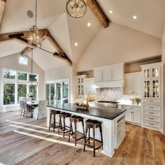 House Envy: Gorgeous home in the Midwest with insp. - House Envy: Gorgeous home in the Midwest with inspiring details - Modern Farmhouse Kitchens, Home Kitchens, Farmhouse Interior, Farmhouse Ideas, Modern Farmhouse Design, Modern Farmhouse Exterior, Kitchen Modern, Farmhouse Homes, Country Farmhouse Kitchen