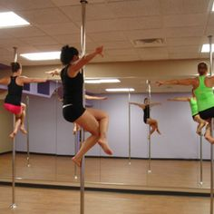 Once to ahcieve my goal weight im sooo joining poll fitness classes Pole Fitness Classes, Pole Classes, Pole Dance Moves, Pole Dancing, Aerial Dance, Workout Warm Up, Love Fitness, Learn To Dance, Get In Shape