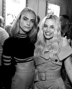 Margot Robbie and Cara Delevingne at Comic Con 2016 for Suicide Squad, Harley Quinn and Enchantress Margo Robbie, Margot Robbie Harley Quinn, Actrices Hollywood, Celebs, Celebrities, Mannequins, Look Fashion, Girl Crushes, Ideias Fashion