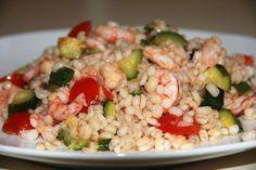 L' Insalata di orzo perlato gamberi zucchine pomodorini è un piatto estivo dal sapore particolare leggero e gustoso. Semplice da preparare.