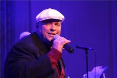 Ο Luis Frank Arias θεωρείται ένας από τους μεγαλύτερους ηγέτες και πρεσβευτές της κουβανέζικης μουσικής και έχει λάβει διθυραμβικές κριτικές από παγκόσμια Μέσα και κριτικούς. Τραγουδιστής και ηγέτης τ