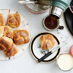 Combining the filling with dried spice (in this case, juniper) infuses this sugar buns recipe with flavor and perfumes them from the inside. In its place, you can use ground cinnamon, coriander, even fennel.