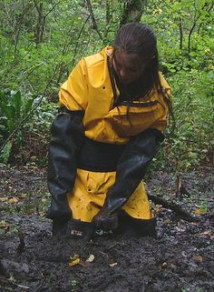 Waders yellow rain suit and cloves in the mud Blue Raincoat, Hooded Raincoat, Tight Leggings, Leggings Are Not Pants, Firefighter Boots, Mudding Girls, Mud Boots, Latex Babe, Rain Suit