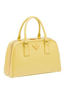 20 bolsas para encender el verano // Bolsa amarillo eléctrico de Prada
