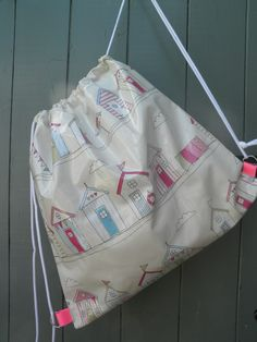 Beautiful Beachhuts oilcloth kitbag, fully lined in moisture-resistant fabric. The perfect swim/gymn bag.  www.etsy.com/shop/dagenaisdesign