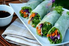 How to make fresh spring rolls or fresh summer rolls with rice paper. Easy recipe for Vietnamese spring rolls, rice paper rolls recipe, summer rolls recipe Rice Paper Spring Rolls, Fresh Spring Rolls, Rice Paper Rolls, Rice Rolls, Fresh Rolls, Raw Vegan Recipes, Vegan Foods, Raw Food Recipes, Vegetarian Recipes