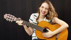 Tocar violão nunca foi tão fácil. Usando apenas quatro posições (duas delas idênticas), aprenda a fazer uma base blues — a mesma
