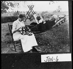 A relaxing afternoon . Vintage Pictures, Old Pictures, Vintage Images, Old Photos, Vintage Posters, Quilt Pictures, Old Quilts, Antique Quilts, Vintage Quilts