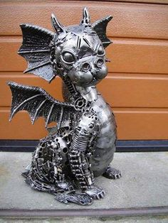 Wondering what is Steampunk? Visit our website for more information on the latest with photos and videos on Steampunk clothes, art, technology and more. Dragon Statue, Dragon Art, Sculpture Metal, Lion Sculpture, Fantasy Creatures, Mythical Creatures, Dragon Oriental, Steampunk Kunst, Dragons