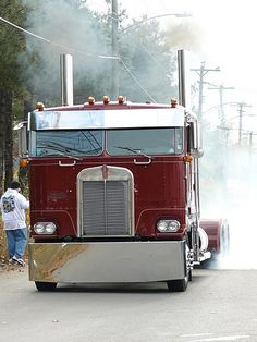 Kenworth Burnout!  Smoke em if you got em! http://wallworktrucks.com