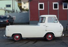 passed one of these on the freeway today - Ford Econoline truck.