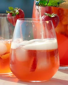 Strawberry Peach Sangria | This Fruity Sangria Is Totally A Treat For The End Of Summer