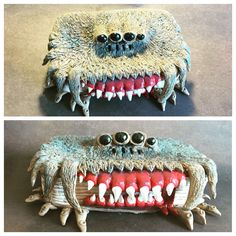 The Monster Book of Monsters. Harry Potter inspired polymer clay covered altoids tin by India Hudson. Polymer Clay Kunst, Polymer Clay Projects, Polymer Clay Creations, Clay Crafts, Clay Monsters, Monster Book Of Monsters, Harry Potter Christmas Tree, Potters Clay, Minis